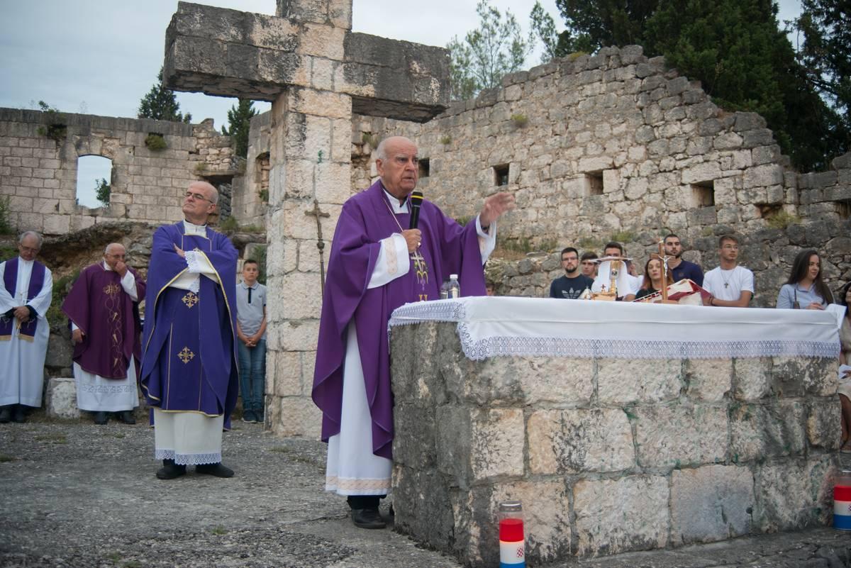 Blagoslov Križnoga puta i sv. Misa na Križevcu u Stocu 2020.